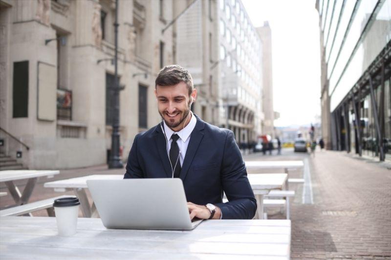 Consultor freelance en la calle